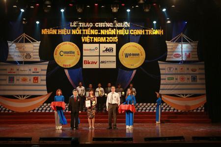 Dạ Hương nhận giải 'Nhãn hiệu nổi tiếng quốc gia' 2015