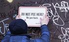 Độc chiêu ngăn tiểu bậy nơi công cộng