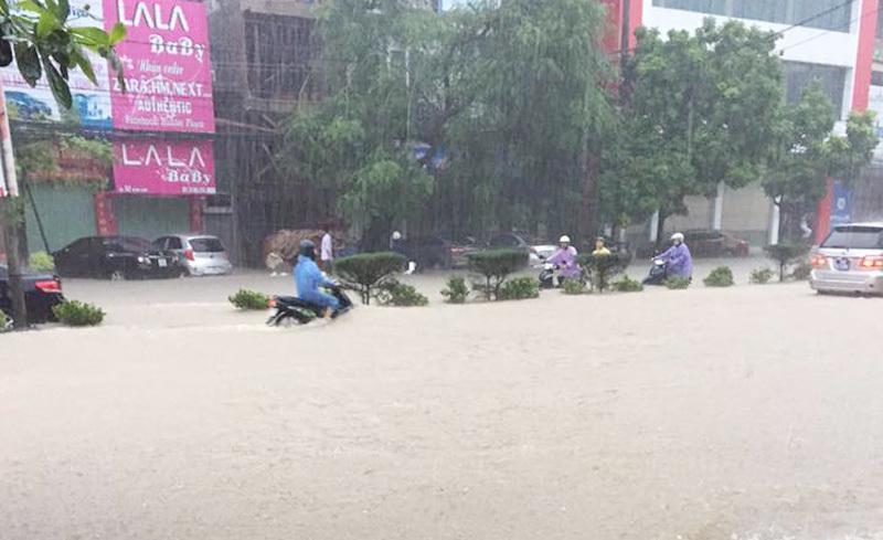 Mưa lũ lịch sử tàn phá Quảng Ninh