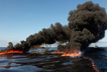 Giá dầu giảm thê thảm: Nhà đầu tư tháo chạy, tài sản tỷ phú 'bốc hơi'