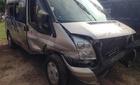 Xe khách lật trên QL1A, 15 người thoát chết
