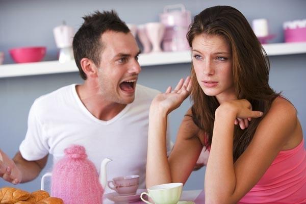 Đừng bắt những ông chồng phải đặt mẹ và vợ lên 1 bàn cân