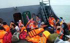 Hành trình vượt sóng của du khách kẹt ở Cô Tô