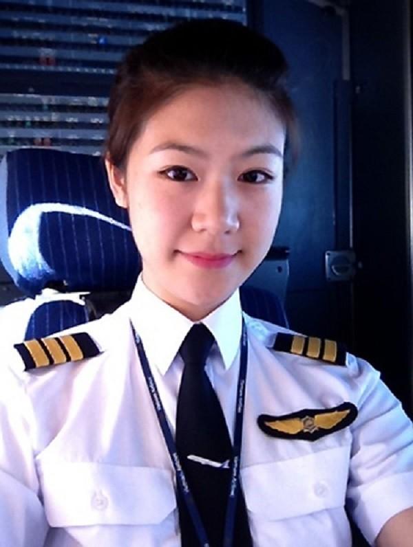 Phi công hotgirl làm cơ trưởng máy bay hàng không Việt Nam