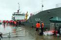 Tàu hải quân đã chở gần 1.000 du khách rời Cô Tô