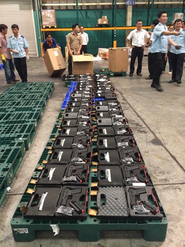 Bắt lô vũ khí quân dụng cực lớn ở sân bay Tân Sơn Nhất