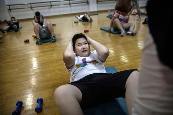 Bộ ảnh ám ảnh trong trại giảm béo cho trẻ khiến bố mẹ thức tỉnh