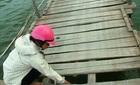 1.000 dân ốc đảo đánh đu tính mạng với cầu phao sập sệ