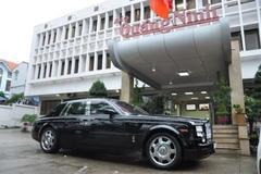 'Chúa đảo' bán xe sang làm từ thiện, Reuters nhắc bầu Đức
