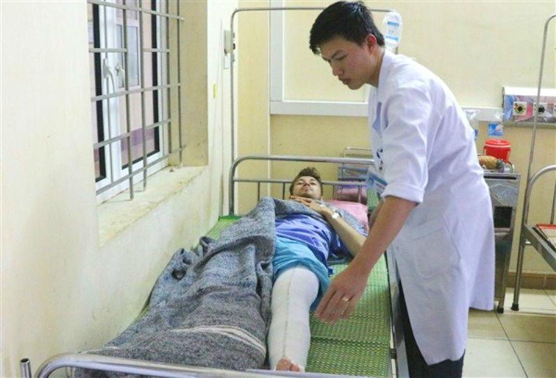 Đi xe máy xuyên Việt, du khách Anh gặp tai nạn