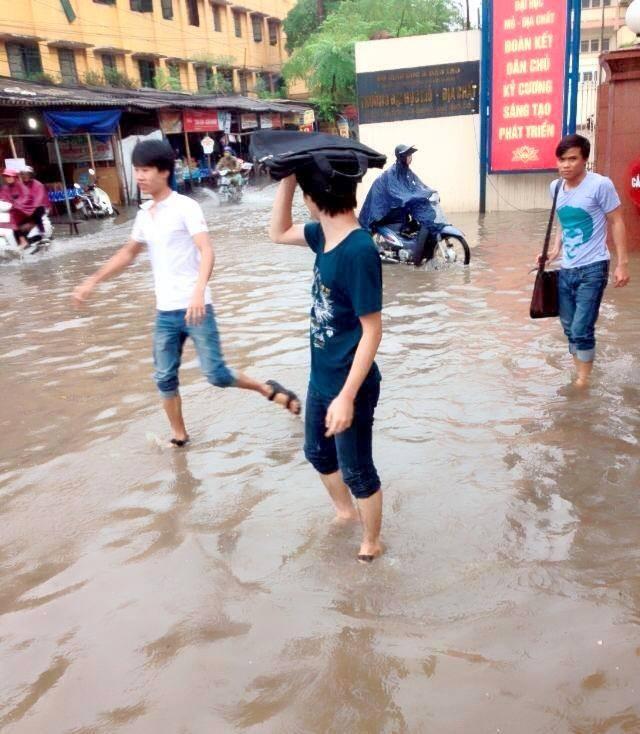 Các trường đại học tại Hà Nội ngập nước sau mưa