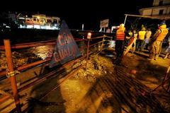 Trắng đêm 'trực chiến' nơi phá đập cứu 500 nhà dân