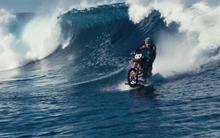 Video lướt sóng bằng xe mô tô gây sốt trên YouTube