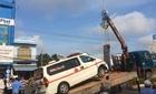 Xe cấp cứu chở bệnh nhân hấp hối tông xe 4 chỗ nát đầu