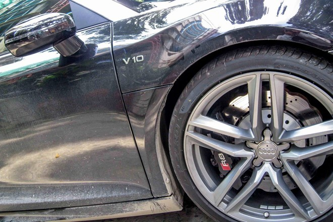 Siêu xe Audi R8 V10 mui trần biển đẹp xuất hiện ở Sài Gòn