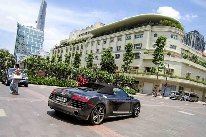 Siêu xe Audi R8 V10, mui trần, biển đẹp, Sài Gòn