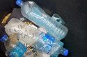 Tìm MH370: Phát hiện các chai nước Malaysia trên đảo Pháp