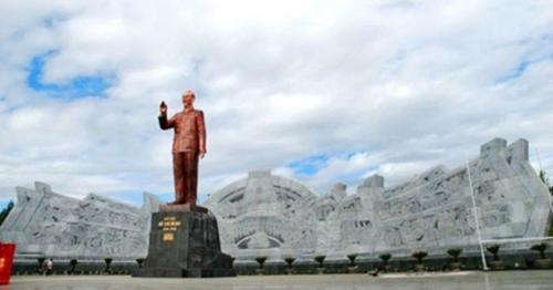 Sơn La, tượng đài 1.400 tỷ, tình cảm