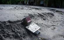 Những gì còn lại khi lũ bùn khủng khiếp tràn qua