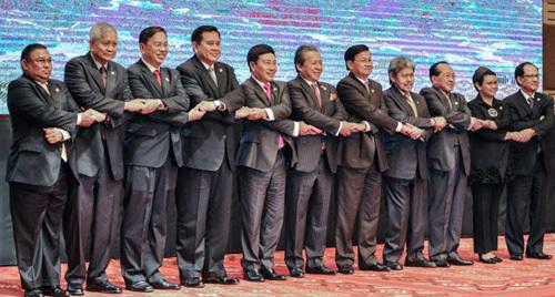 ASEAN ủng hộ dừng xây đảo nhân tạo ở Biển Đông