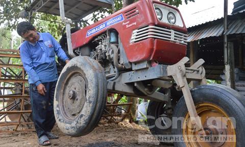 Hai lúa chế máy đào đất không người lái: Tiến sỹ ngả mũ?