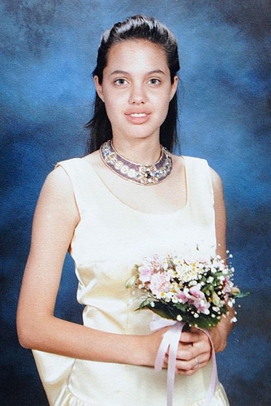 Lộ ảnh thời niên thiếu gây sốc của Angelina Jolie, Johnny Depp