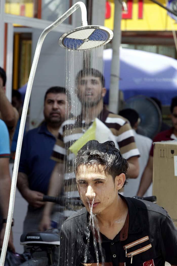 Dân Trung Đông vật vã dưới nắng nóng đỉnh điểm