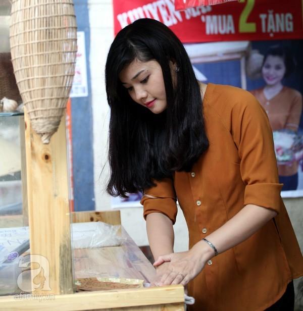 Hotgirl bánh giò đứng vườn hoa nổi tiếng nhất Hà thành