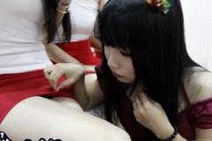"""Nữ game thủ chuyên đi """"táy máy"""" showgirl ở ChinaJoy 2015"""