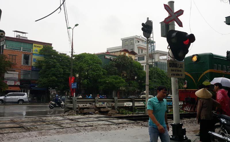 Hà Nội, băng qua đường sắt, tàu đâm, chết thảm