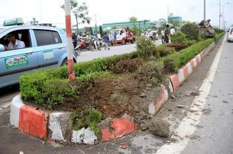 tai nạn giao thông, taxi, dải phân cách
