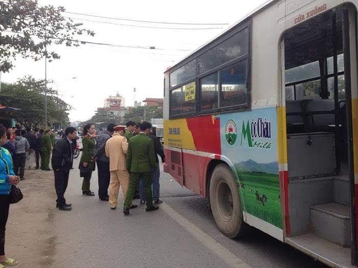 xe buýt đâm nữ sinh