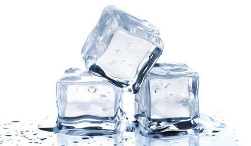 5 lợi ích làm đẹp từ đá lạnh ít người biết