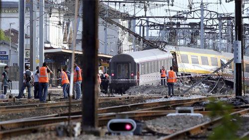 châu Âu, tai nạn giao thông, tàu, xe khách, trật bánh, tử vong, rúng động