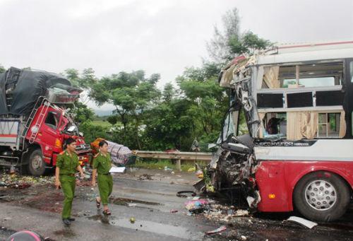 tai nạn, giao thông, đấu đầu, xe khách, Hưng Thịnh, Hưng Nguyên, Nghệ An,