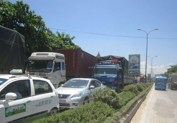 xe tải, xe khách, tai nạn, QL1A, ách tắc kéo dài, Nghệ An