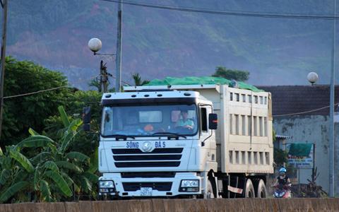 xe quá tải, 'giày xéo', quốc lộ, 'hổ vồ', Hà Tĩnh