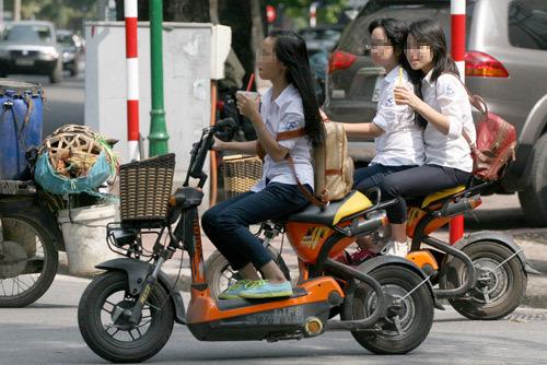 Khuất Việt Hùng; xe đạp điện; ATGT