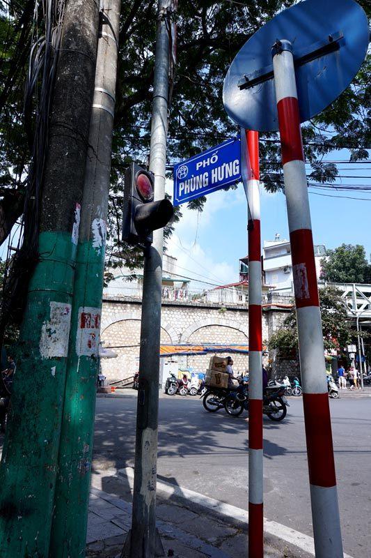 Đèn tín hiệu giao thông, phố cổ. Hà Nội