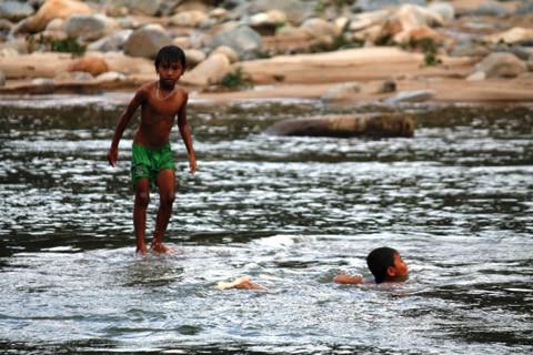 """ngôi làng, thủy điện Vĩnh Sơn 5, """"bom nước"""", Bình Định"""