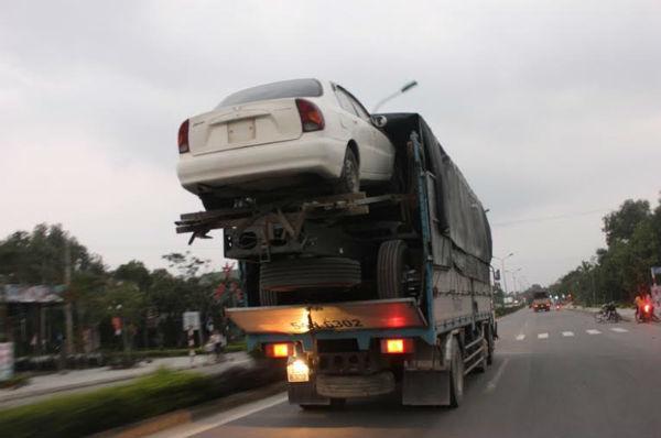 xe tải, 'cõng' xế hộp, chênh vênh, Quảng Trị, Huế