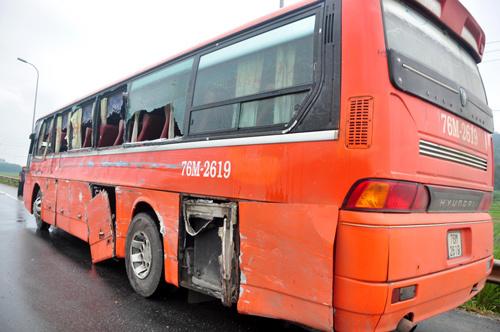 tai nạn, quảng ngãi, xe khách, xe tải, kỹ sư, thảm khốc, nhận viện, bị thương