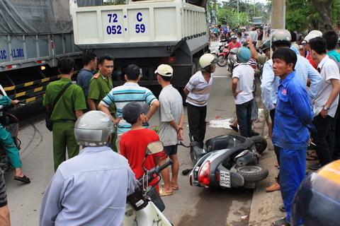xe ben, chết thảm, tai nạn, Nguyễn Xiển, tài xế, xe máy