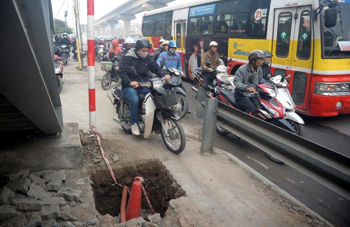 Nguyễn Xiển- Khuất Duy Tiến; tắc đường; CSGT; đường sắt trên cao; Cát Linh - Hà Đông