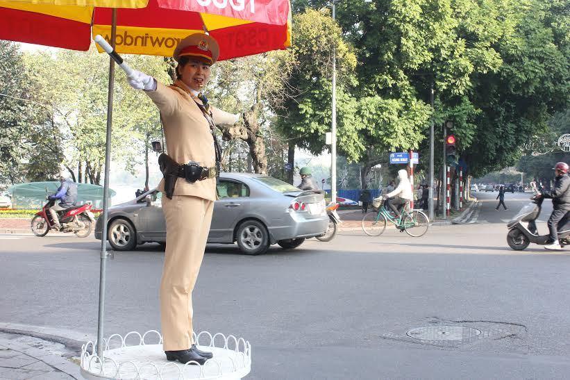bóng hồng, nữ CSGT, giảm nhiệt, giao thông, thủ đô