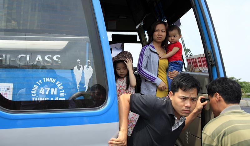 Bắt giữ, xe khách, trăm người, nắng nóng