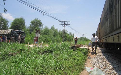 tàu lửa, xe tải, hành khách, tàu Bắc - Nam, bị tông, tai nạn, đường sắt