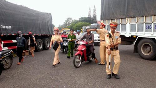 nữ sinh, tai nạn, cảnh sát, xe ben, Đắk Lắk