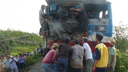tàu hỏa, xe ben, đâm, tai nạn, đường sắt, đồng nai