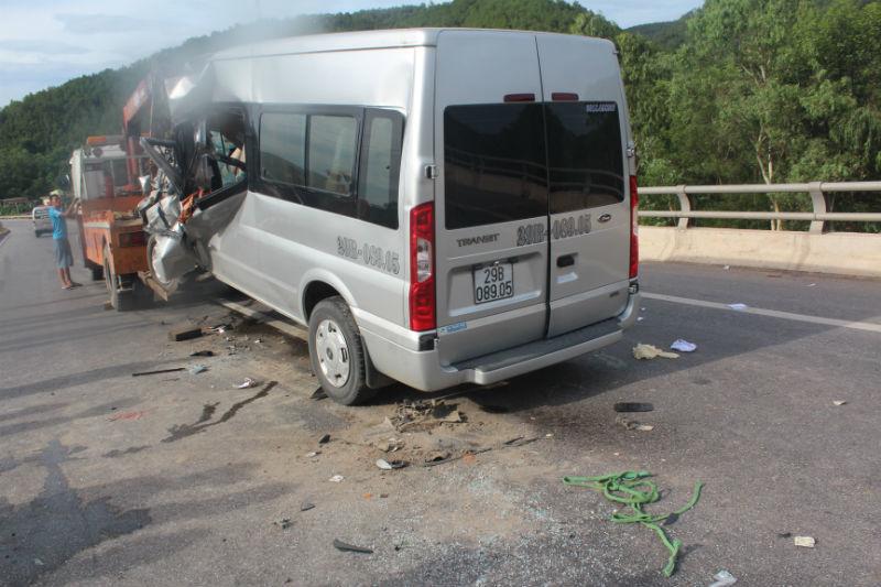 xe 16 chỗ, đâm đuôi xe tải, người chết, bị thương